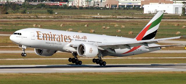 Emirates Boeing 777 Landing