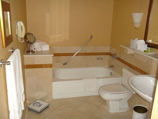 IC Chicago - Executive Suite - Bathroom