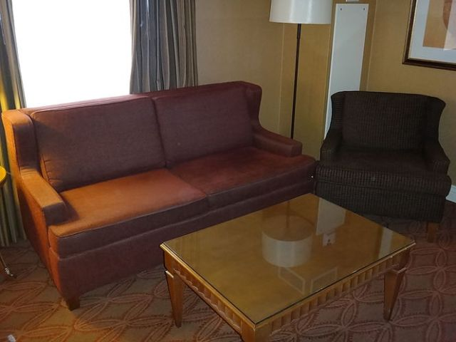 IC Chicago - Executive Suite - Living Rooom
