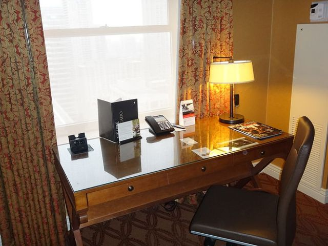 IC Chicago - Executive Suite - Word Desk