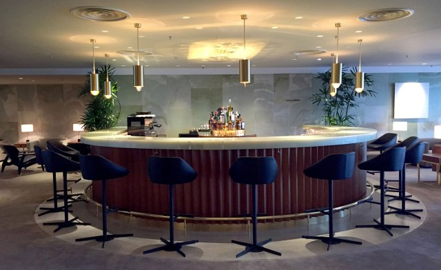 cathay-pacific-hkg-first-class-lounge-bar