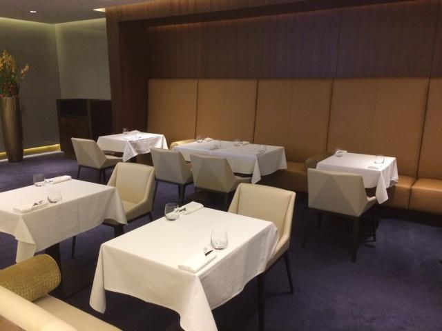 etihad-first-class-lounge-auh-dining-2