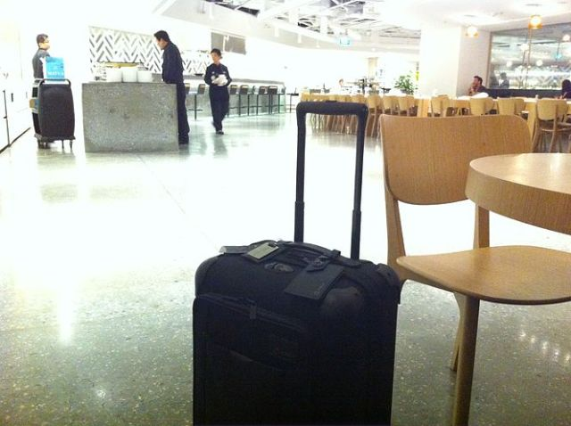 tumi-at-the-qantas-singapore-lounge