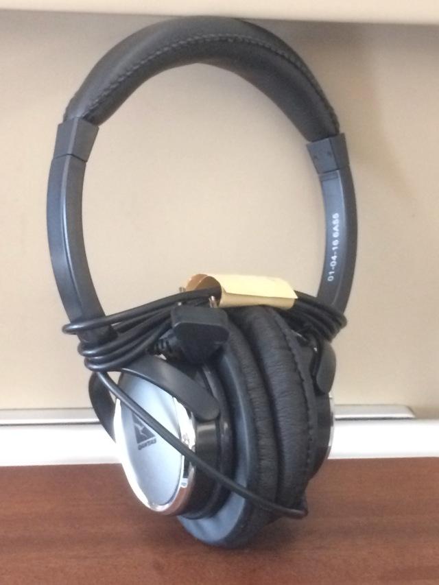 qantas-first-class-headphones