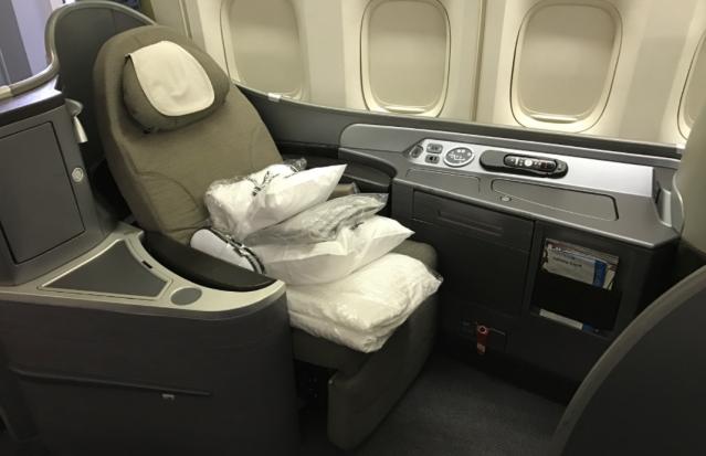 United Plaris First Class - 744